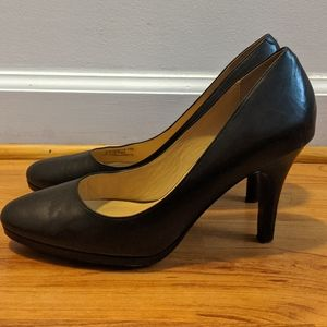 Cole Haan black leather heels nike air Size 7.5